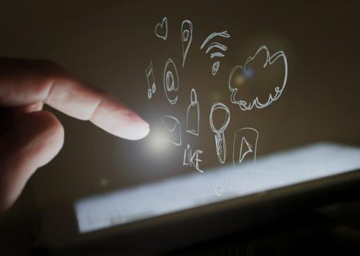 smartphone-micro-mini-interaction-1024x730